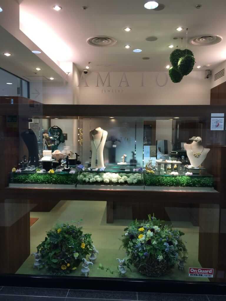 横浜ヤマト・ショーウィンドウの真珠コレクション