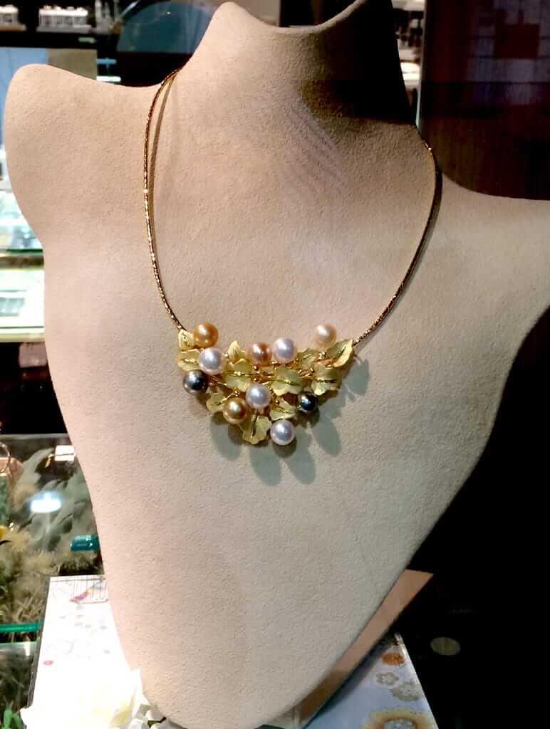 マルチカラー真珠のネックレス