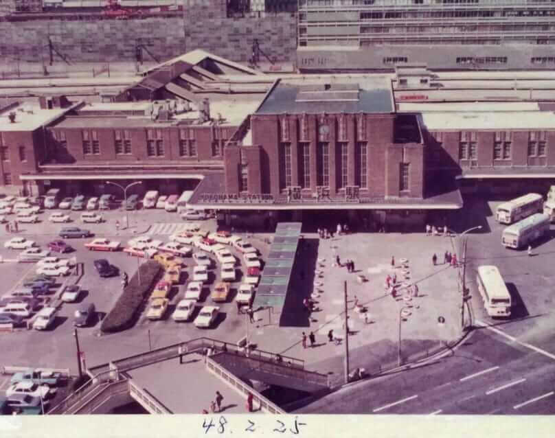 スカイビル上階からの昭和48年当時の国鉄横浜駅東口前