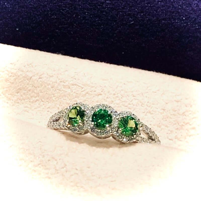 グリーンガーネット3石のプラチナ台指輪